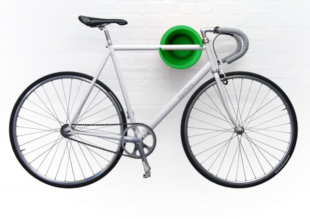 Cycloc_Green-bike-on-wall